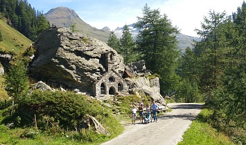 Felsenkapelle in Innergschlöß - ideal for family hikes