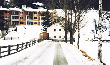The not yet rendered apartments in Winter 1996 and the Lichtackererhaus in the foreground