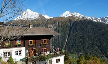 Strumerhof with views to the Nussing and the Bretterwand